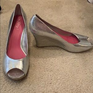 Lilly Pulitzer silver peep toe leather wedges